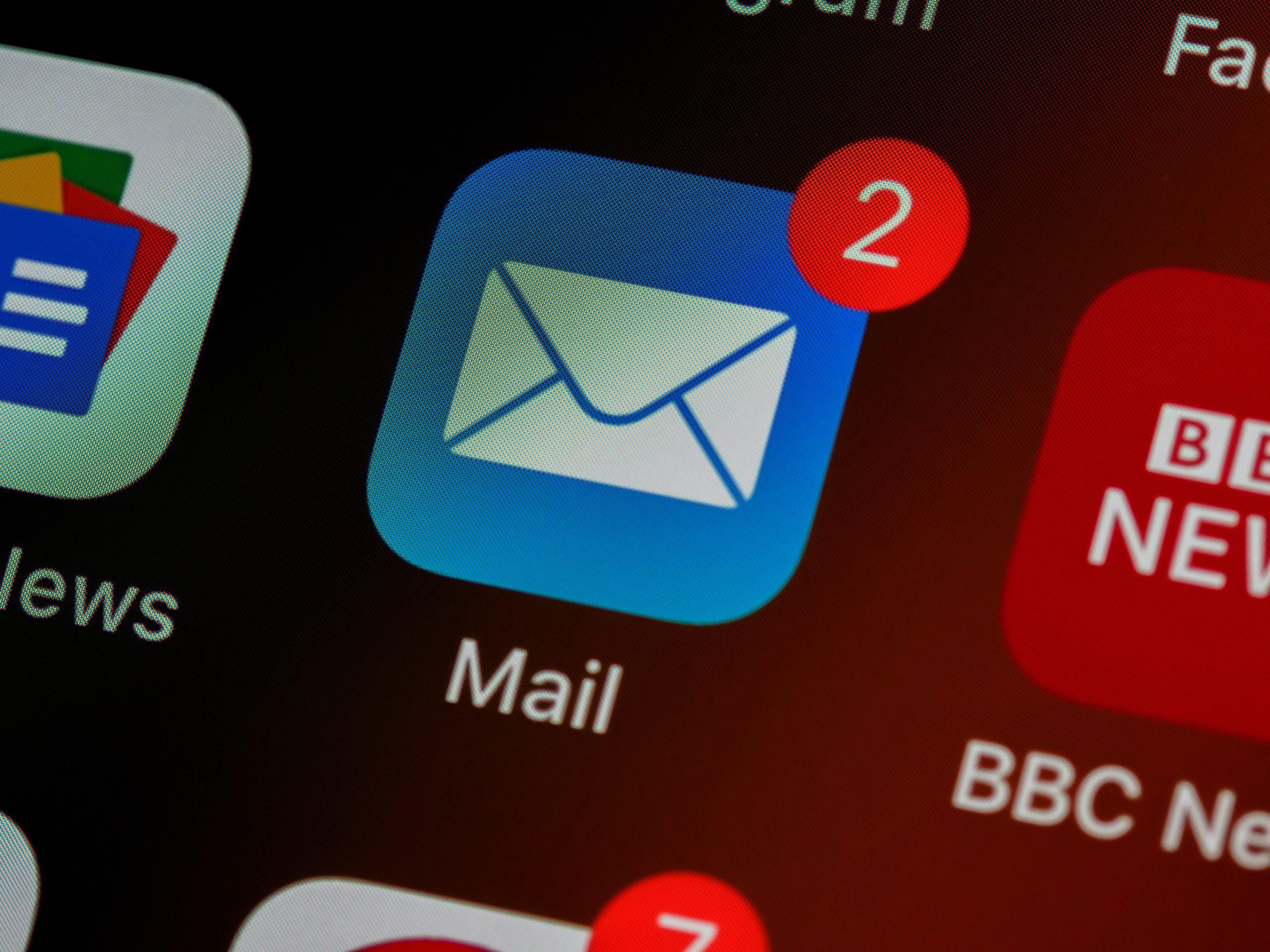 代表アドレスに届いたメールをGmail経由で担当者へ振り分け転送